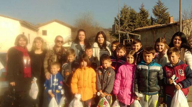 ФОТО: УЖ на ВМРО-ДПМНЕ со подароци за многудетните семејства