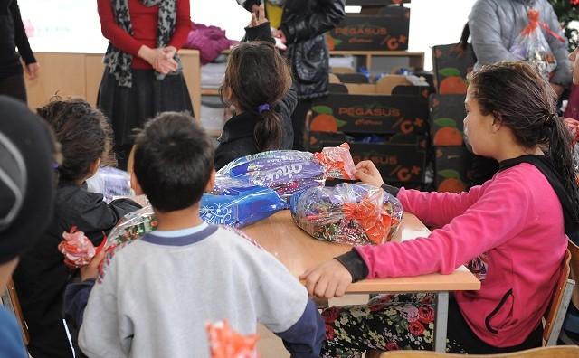 Град Скопје подари пакетчиња во Дневниот центар за деца на улица во Шуто Оризари
