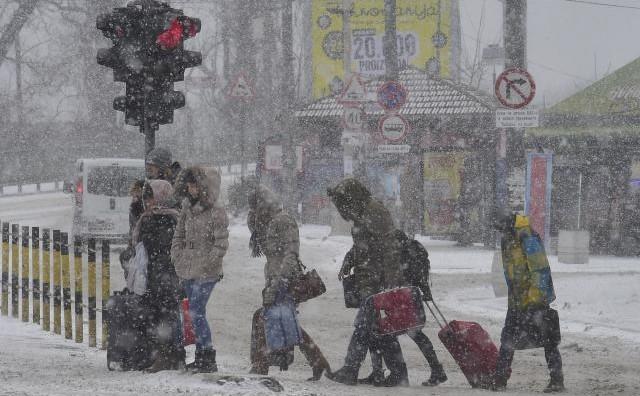 Регионот под снег, сообраќајот закочен