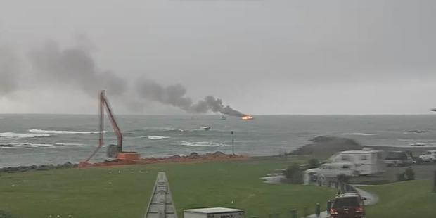Се запали туристички брод во Нов Зеланд, патниците спасени