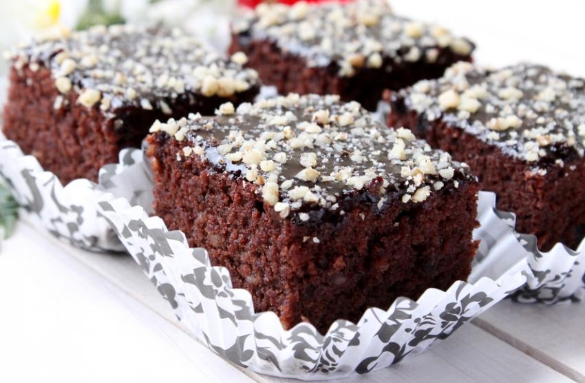 Брзи и вкусни чоколадни коцки со ореви