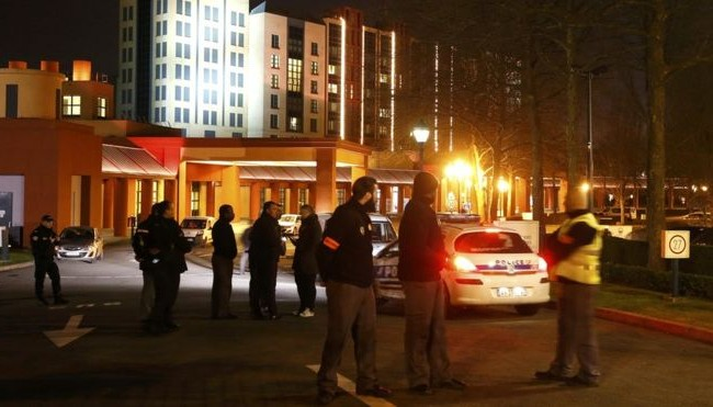Дизниленд Париз: Уапсен маж со оружје и Куран