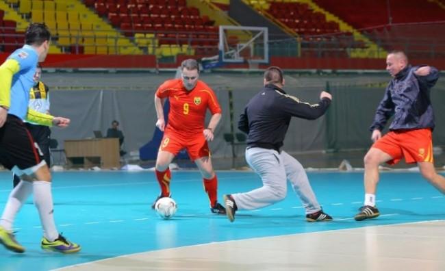 """Премиерот играше фудбал во спортскиот центар """"Борис Трајковски"""""""