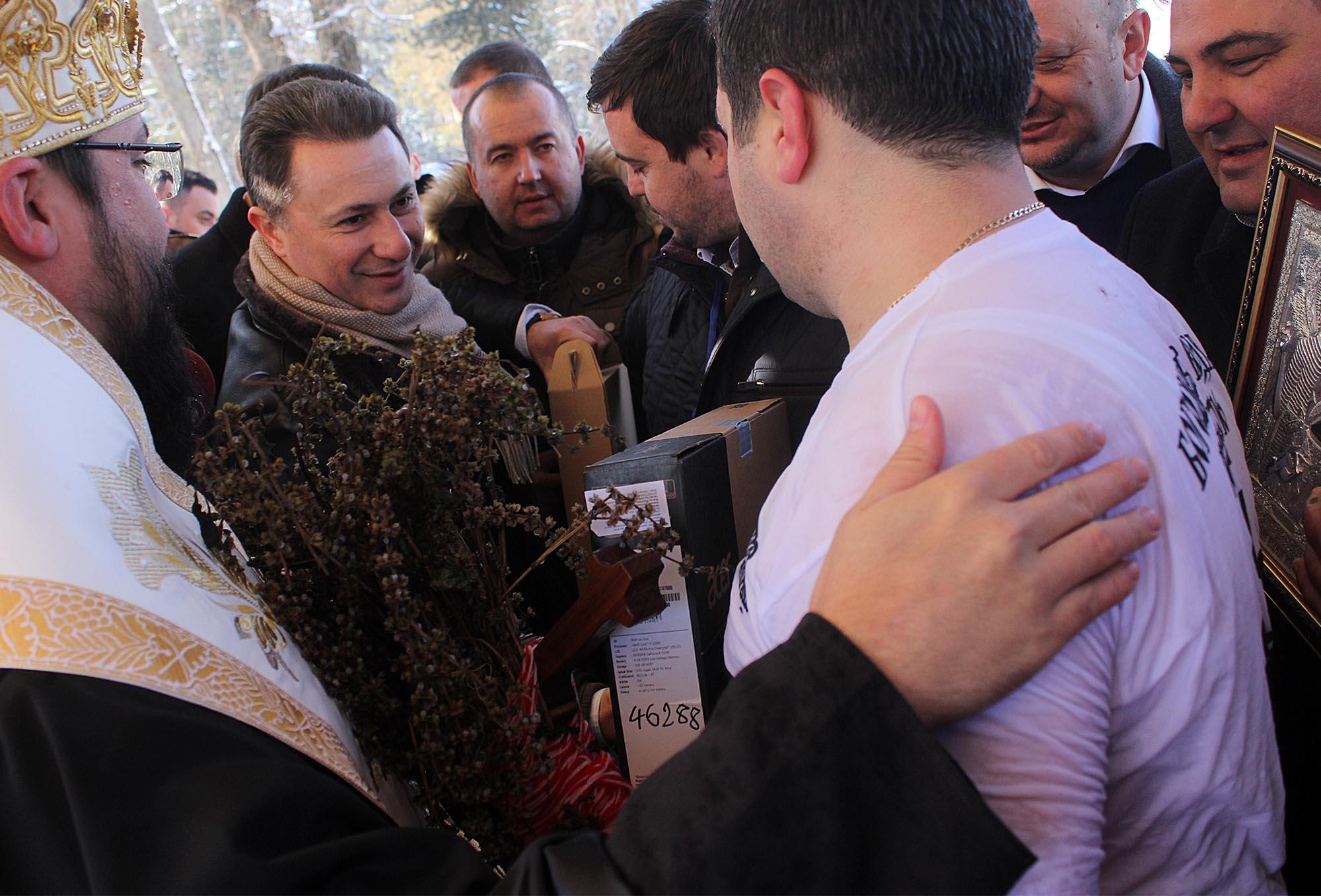 ФОТОГАЛЕРИЈА: Груевски за Богојавление во Гостивар