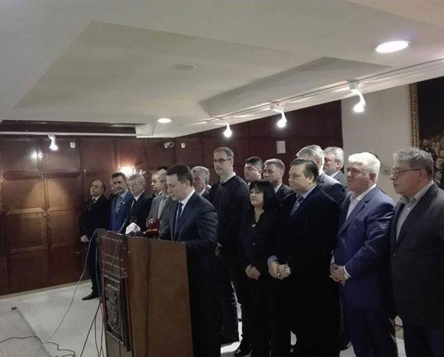 Груевски: Државата тргна одлучно да стави крај на кризата!