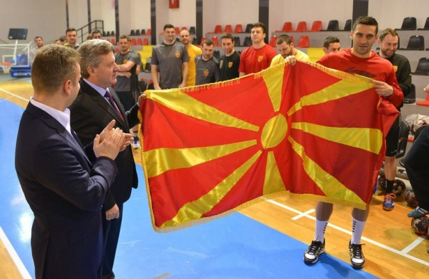 Претседателот Иванов ги посети ракометарите на утринскиот тренинг