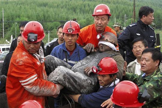 Кинески рудар извлечен на површината по 36 денови под земја