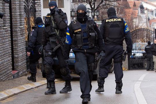 Поради сомнителен куфер блокирана улица во Косовска Митровица