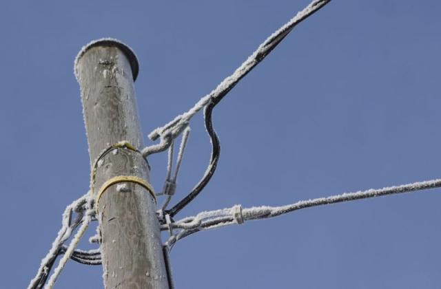 Србија: Околу 4.000 домаќинства останаа без струја на Бадник