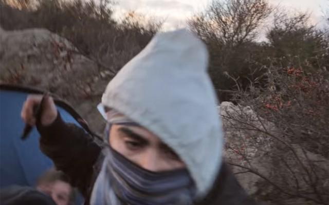 Мигранти со нож нападнаа новинари во кампот кај Кале