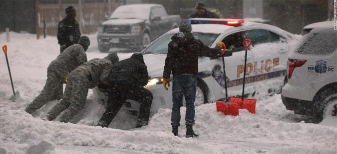 Најмалку 17 мртви во снежното невреме во САД