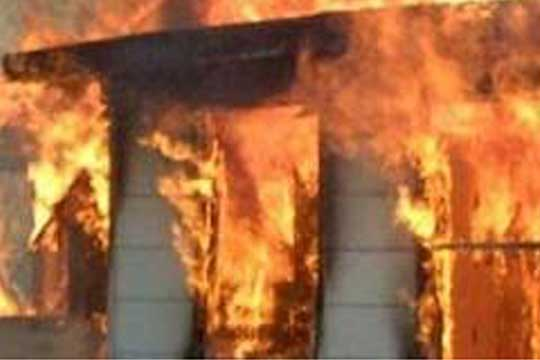 Единаесет лица загинаа во голем пожар во фабрика во Москва