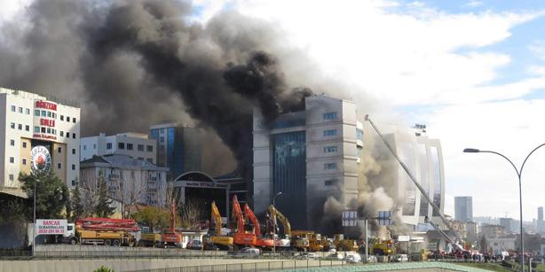 Дали се повторува Париз: Експлозија во центарот и пожар во хотел во Истанбул