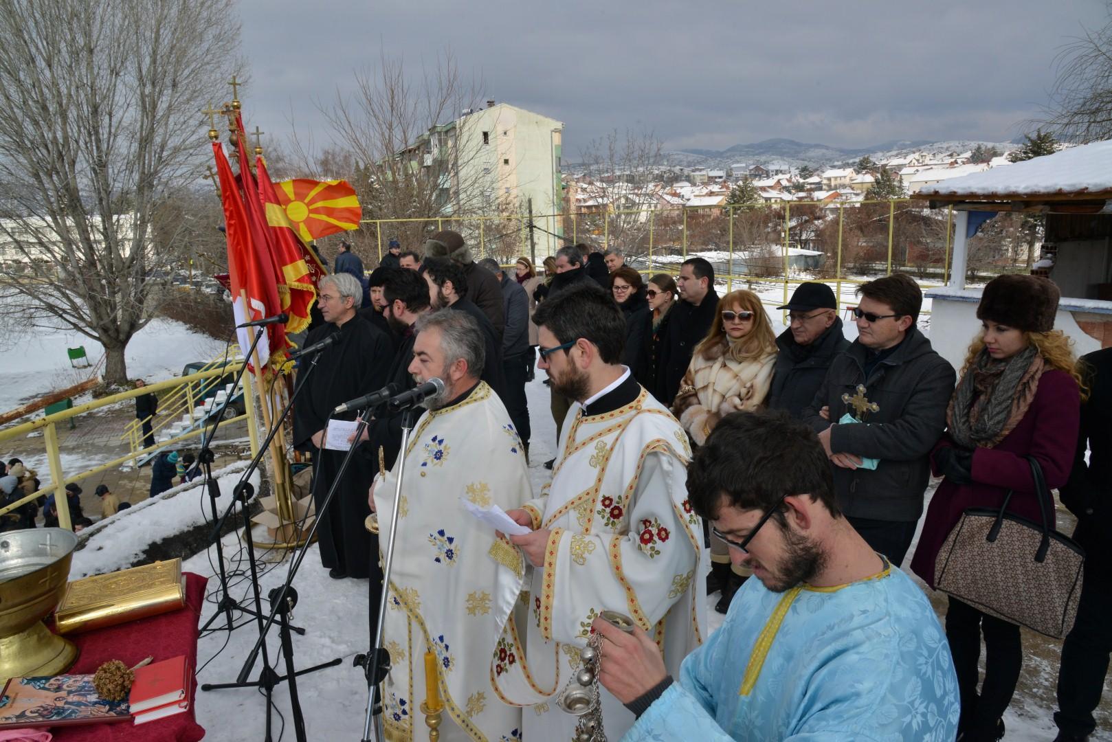 Стојанче Вучковски го фати светиот крст во Радовиш