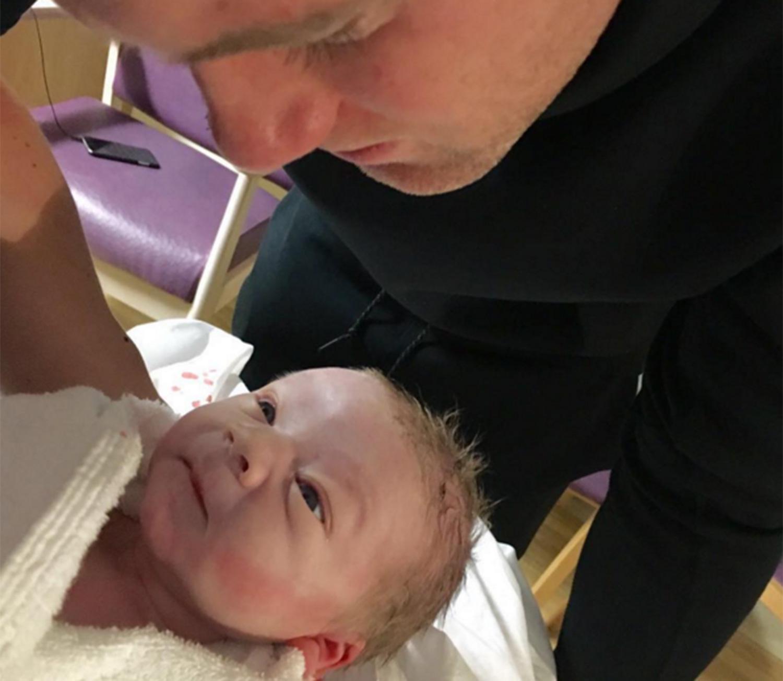 ФОТО: Вејн Руни ја објави првата фотографија од новородениот син