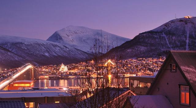 Крај на поларната ноќ: Норвежаните видоа Сонце по два месеци