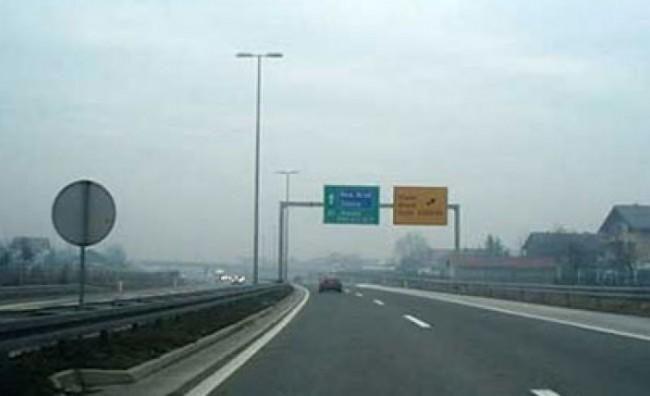 Сообраќајот без забрани, по наместа влажни коловози