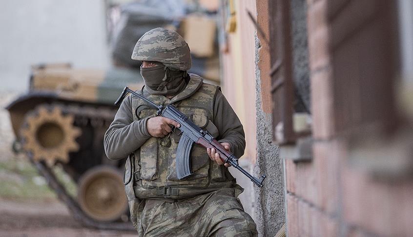 Над 20 повредени лица блокирани во куќа во Џизре
