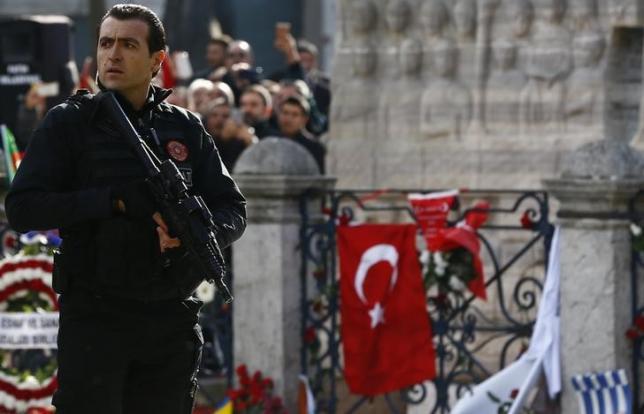 За самоубиствениот напад во Истанбул осомничени десет Сиријци
