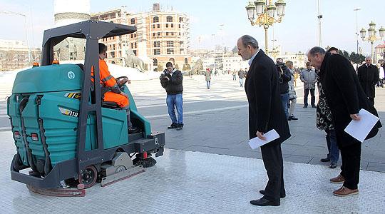 Електрични возила за чистење на скопските улици и плоштади