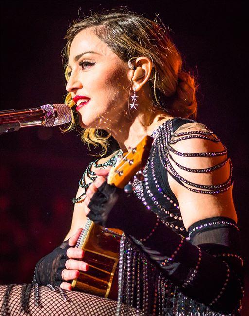 Мадона го прекрши филипинскиот закон на сцена