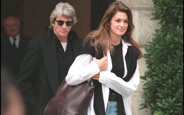 Richard-Gere-et-Cindy-Crawford-a-Paris-en-janvier-1994_exact1024x768_l