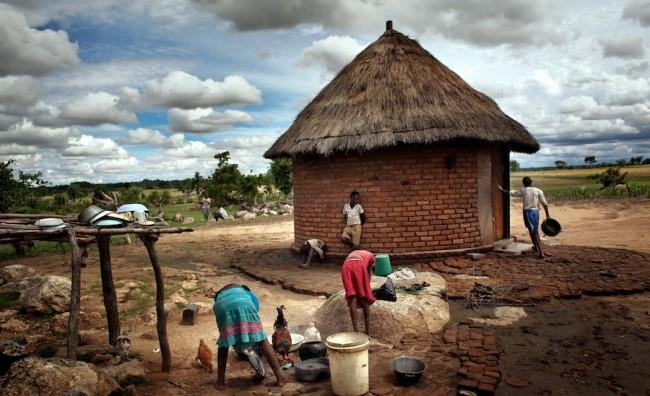 Зимбабве нема доволно храна, прогласена состојба на катастрофа!