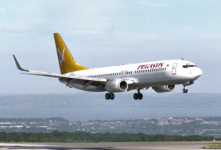 Aвион принудно слета во Сараево поради пијани патници
