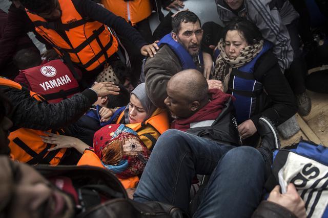 Во Грција околу 20.000 заглавени мигранти и бегалци