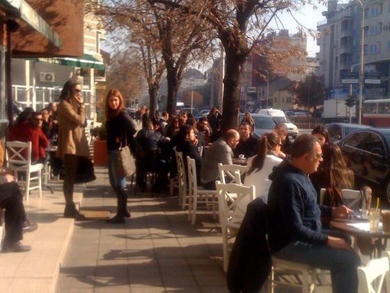 """Броз Кафе"" казнет поради незаконски поставена урбана опрема"