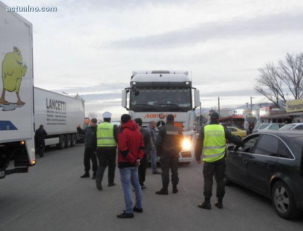 Нема сообраќај помеѓу Бугарија и Грција: Бугарските пратеници бараат ЕК да поведе кривична постапка