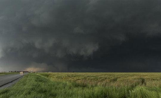 Најмалку шест загинати во бури и торнада во САД