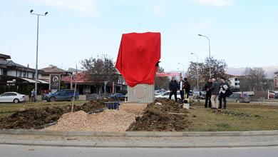 Меџити: Никој не смее да го урне споменикот на двоглавиот орел