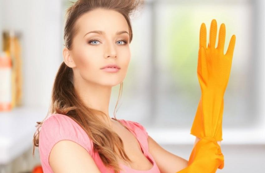 Жените што чистат сами трошат најмногу калории