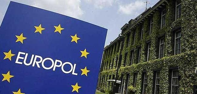 """Европол: Шверцот на мигранти во Европа """"тежи"""" неколку милијарди евра"""