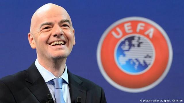 Џани Инфантино во Музејот на ФИФА