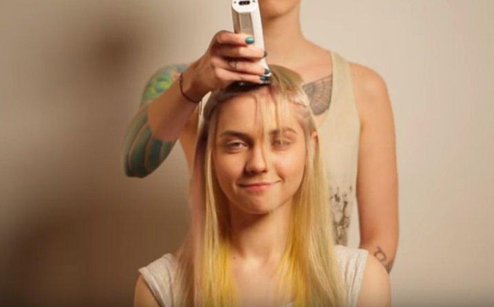 ВИДЕО: Ова дефинитивно е најлошата женска фризура