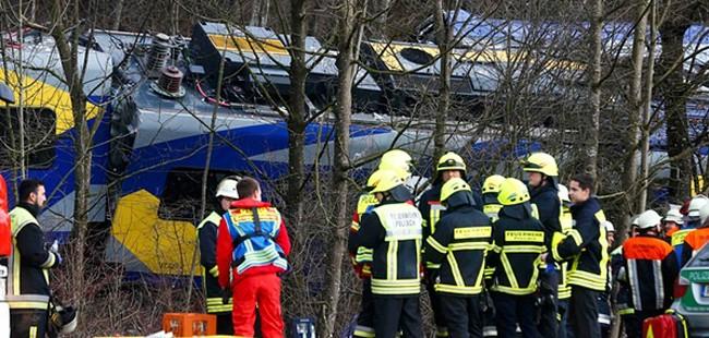 Девет загинати и над 150 повредни во железничка несреќа во Германија