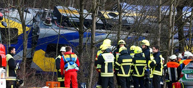 Девет загинати и над 150 повредни во железничката несреќа во Германија