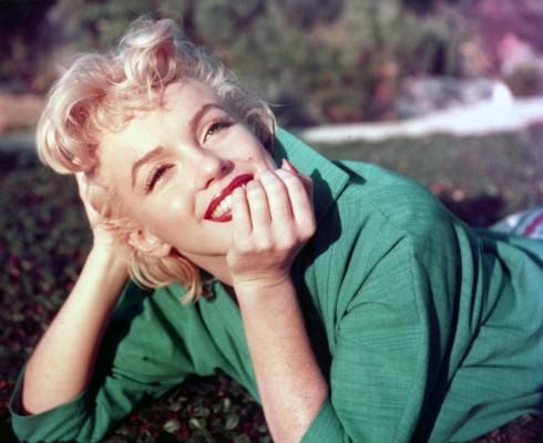 Имајте совршени црвени усни со трикот на Мерилин Монро