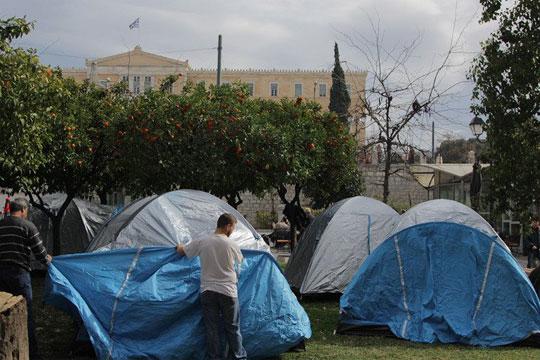 Грчките земјоделци поставуваат шатори на Синтагма