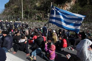 Повеќе од 4.000 бегалци на грчката граница