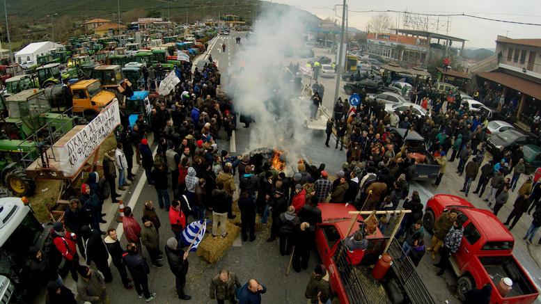 Кој во регионот ќе загуби најмногу од блокадите на грчките фармери?