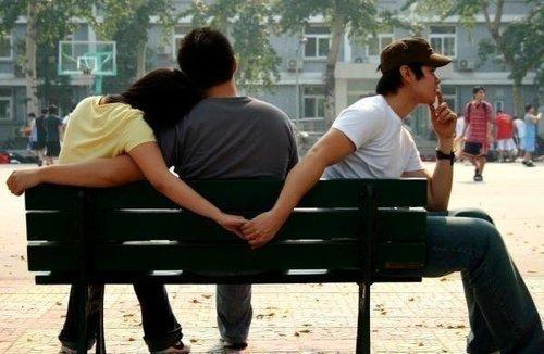 Можно ли е да сте вљубени во двајца истовремено?