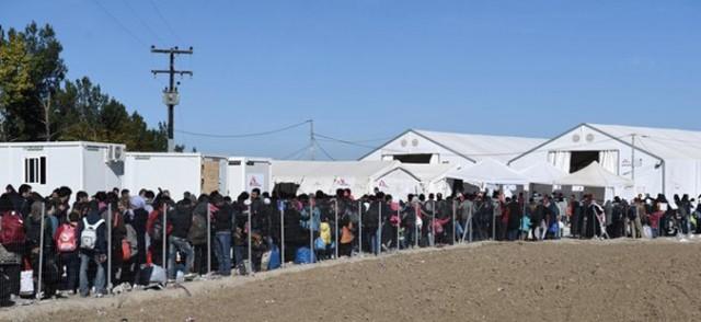 Околу 7.000 бегалци чекаат влез во Македонија