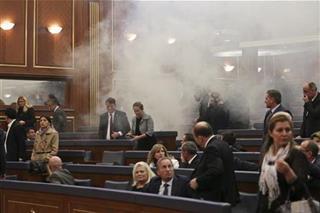 ЕУ за инцидентите во косовскиот парламент: Насилството е неприфатливо
