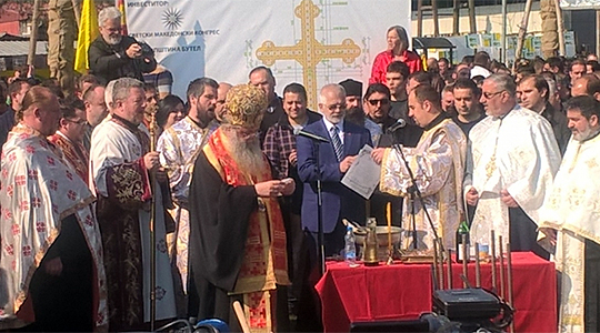 Осветен камен-темелникот на крстот во Бутел