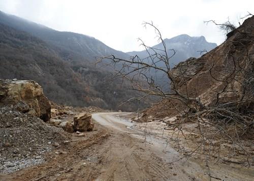 Исчистен е одронот на патниот правец Маврово - Дебар