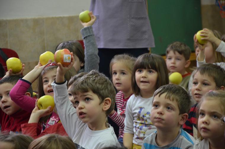 ФОТО: Дечињата од скопските градинки беа дел од Органската фарма на фармерот Марко!