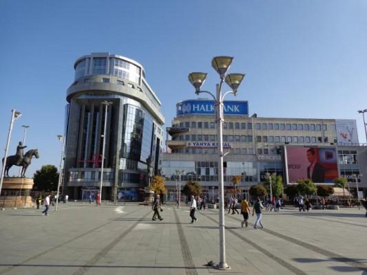 Шест плоштади во Скопје ќе добијат современи и подвижни бини